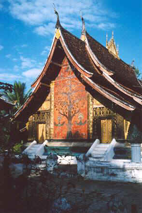 This temple dates to 1560 and was under royal patronage until communists abolished the monarchy in 1975.